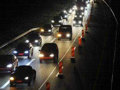 Риск аварий возрастает на треть с наступлением темноты // Global Look Press