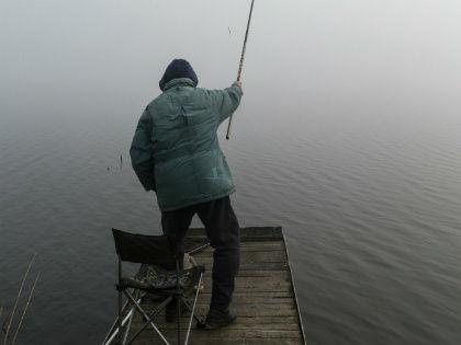 Чтоб прийти в себя после перенесенных страданий из-за поломки автомобиля, идите на бережок, берите удочку и ловите рыбу // Global Look Press