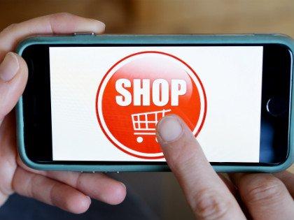 Заранее внимательно отнестись к выбору интернет-магазина, изучив его сайт // Global Look Press