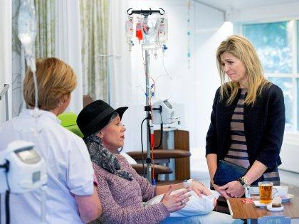 Эксперты рассказали, какие темы лучше не поднимать в разговоре с больными раком // Robin Utrecht / Global Look Press