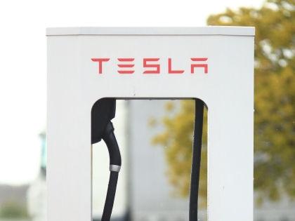 Несмотря на срыв сроков поставок, эксперт называет предложения Tesla привлекательными // Jens Wolf / Global Look Press