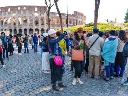 В Италии не следует давать чаевые или дотрагиваться руками до овощей и фруктов // Silvia Lore / Global Look Press