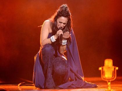 Джамала во время исполнения победной песни на Евровидении-2016 // Global Look Press