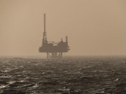 Сокращение добычи нефти может выйти России боком // Global Look Press