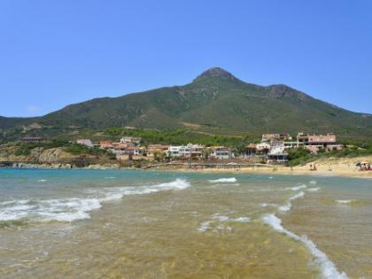 Итальянский остров Сардиния в последнее время стал своеобразной летней туристической Меккой у наших звезд // Global Look Press