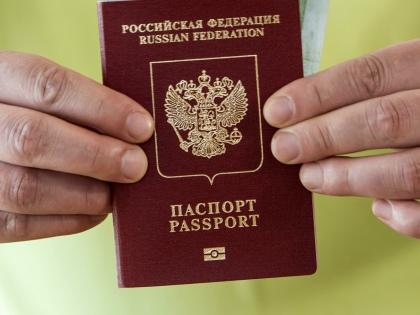 Владимир Путин предложил ввести обязательную присягу для всех, кому присваивают российское гражданство // Global Look Press