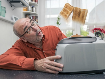 Тостер идеален, если вам нужно быстро поджарить или разогреть несколько кусков хлеба для бутербродов // Global Look Press