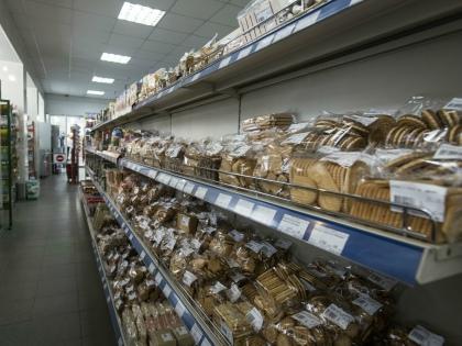 Покупают «колбасу до зарплаты» не только пенсионеры, но и многодетные семьи // Global Look Press