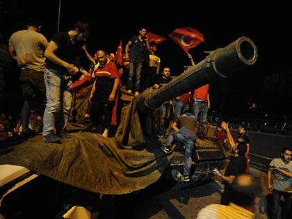 Мятежники во время военного переворота в Турции // Global Look Press