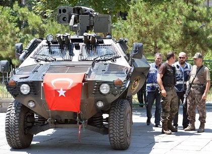 Турецкие военные и полиция // Xinhua / Mustafa Kaya