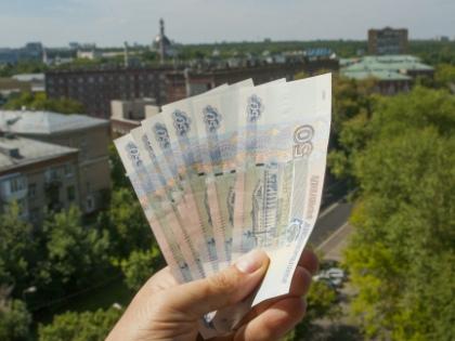 Рубль слабеет. И многие начинают волноваться: не ждет ли нас новый рост цен? // Global Look Press