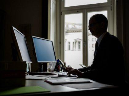 В пятницу возможность хакерских атак на банковский сектор России обсуждалась практически на государственном уровне // Global Look Press