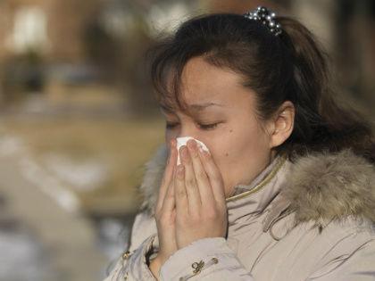 Рюмка водки (не больше!) при угрозе надолго слечь с простудой может быть полезна как профилактика заболевания // Global Look Press
