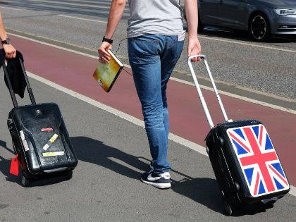 Паспорта, билеты, деньги... Вы это, конечно, не забудете. Но есть еще как минимум 10 вещей, которые стоит иметь при себе в дороге, чтобы путешествие было легким и комфортным. // Global Look Press