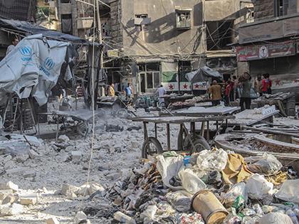 В Алеппо обстреляли гуманитарный конвой в ночь на среду, 21 сентября // Global Look Press