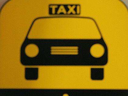 Таксист остановил машину и грубо вытолкал мать и ребенка наружу // Wolfgang Kumm / Global Look Press