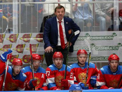 Олег Знарок со своими подопечными // Global Look Press