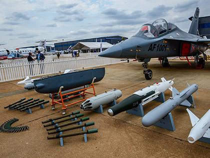 Палата представителей в США согласилась дать Украине летальное оружие // Global Look Press