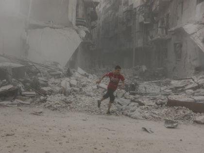 Район Аль-Ансари в Алеппо после авиаударов // Global Look Press