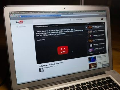 «Депутат специального применения Андрей Луговой пытается выжить из России YouTube...» // Стоп-кадр YouTube