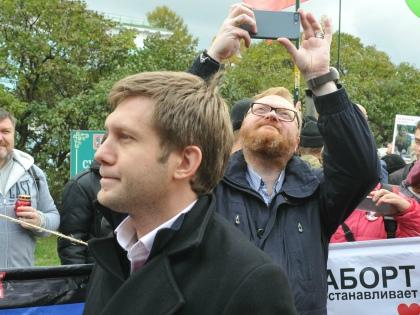Борис Корчевников вместе с Виталием Милоновым на митинге против абортов // Global Look Press
