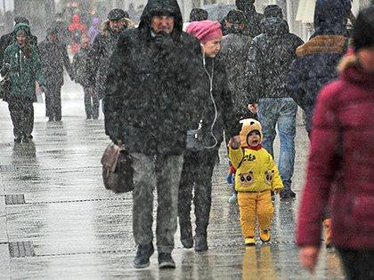 Днем 27 марта температура воздуха уже поднимется до 5 градусов выше нуля, но в ближайшие дни москвичей снова ожидает снег, сильный ветер и ночные морозы // Global Look Press
