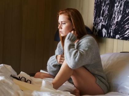 Главная героиня триллера — Сьюзен (Эми Адамс) — элегантная рыжеволосая женщина средних лет, работает в галерее современного искусства // Global Look Press
