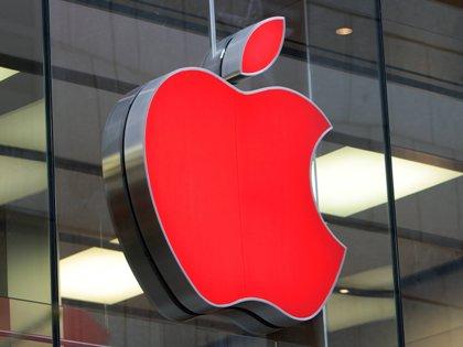 Предполагается, что данная инновация позволит новому iPhone 8 и другим гаджетам компании работать бесконечно долго при подключении к сети // Global Look Press