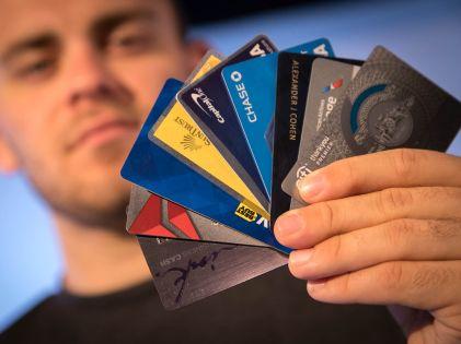 Причиной увеличения числа случаев списывания денег с пластиковых карт эксперты считают халатность и беспечность их владельцев // Allen Eyestone / Global Look Press