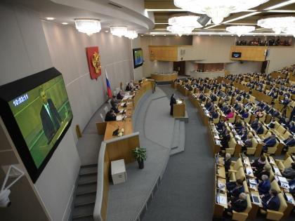 Депутатам Госдумы было бы полезно узнать, что значит жить не на 400 тысяч рублей, а хотя бы на 35 тысяч // Global Look Press