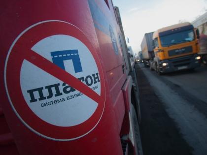 К требованиям отмены системы «Платон» и транспортного налога перевозчики добавили призыв к отставке правительства и вотум недоверия президенту // Global Look Press