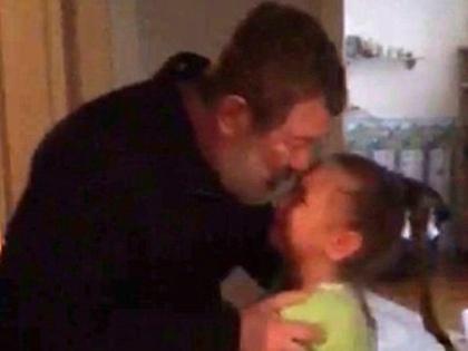 Вячеслав Мальцев с дочерью во время задержания // Global Look Press