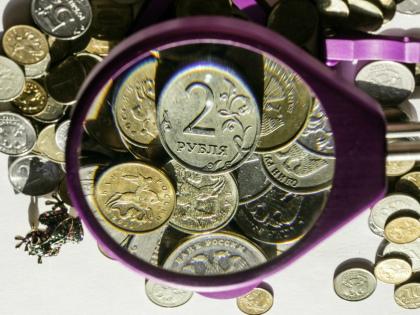 Хранить деньги можно дома в кубышке или переводить их на накопительный счет // Global Look Press