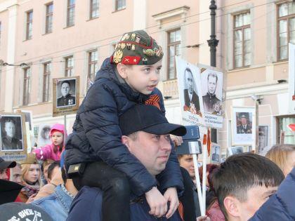 """Так в этот раз проходила акция """"Бессмертный полк"""" в Санкт-Петербурге // Elena Dunn / Global Look Press"""