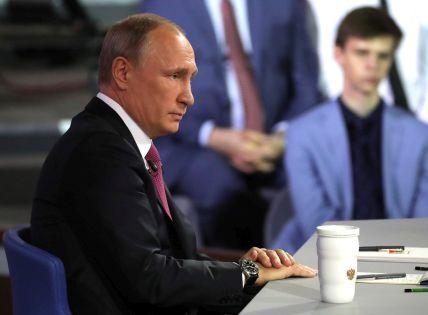 """Владимир Путин на """"прямой линии"""" 15 июня 2017 года // Global Look Press"""