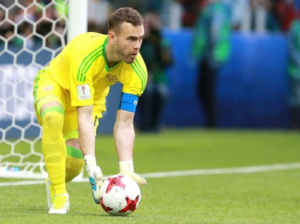 """Анзор Кавазашвили: """"Акинфеев очень ответственный человек, но он эти ворота футбольные уже ненавидит. Он очень устал смотреть на эту сетку и на эти штанги"""" // Дмитрий Голубович / Global Look Press"""
