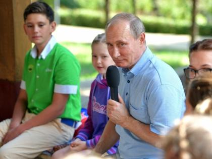 Не так давно Путин пообщался с детьми в «Артеке» // Global Look Press