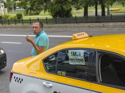 Услугами столичных таксистов в день пользуются порядка 715 тысяч пассажиров // Global Look Press