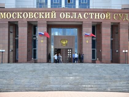После очередного заседания в Мособлсуде 1 августа, в 13:30, сотрудники специальной роты охраны и конвоирования подмосковного МВД завели пятерых из девяти членов «банды ГТА» в спецлифт // Global Look Press