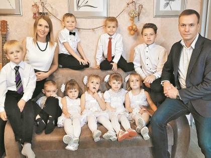 Несколько месяцев назад супруги взяли на воспитание 4-летнюю Ксению и 6-летнего Павла // из личного архива