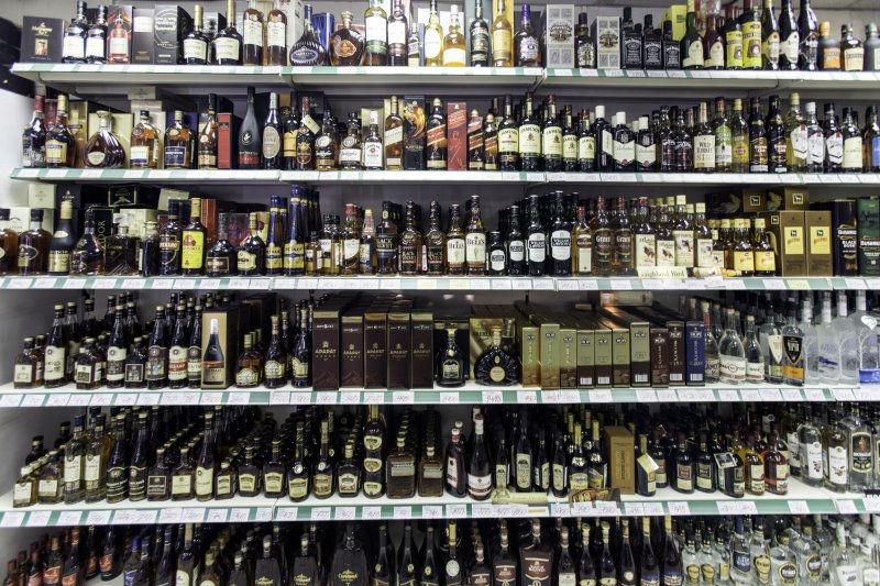 """Импортер алкоголя пообещал не допустить """"пустых прилавков"""" // Global Look Press"""