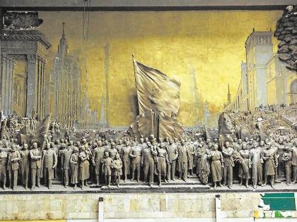 Горельеф Вучетича под названием «Знаменосцу мира – советскому народу слава!» // автора