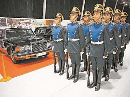 Рота специального караула Президентского полка ежедневно выступала под старинные военные марши // Александр Алешкин / «Собеседник»