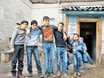 Дети беженцев предоставлены самим себе // Александр Алешкин / «Собеседник»