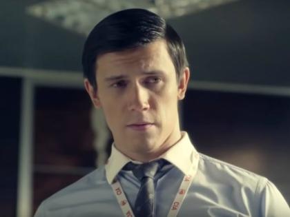 Леонид Бичевин в роли американского шпиона // Стоп-кадр YouTube