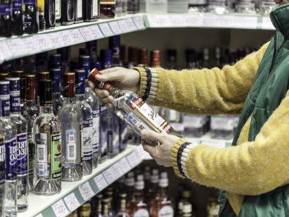 Потребитель зачастую сознательно покупает суррогатный алкоголь //  Алексей Гынгазов / Russian Look