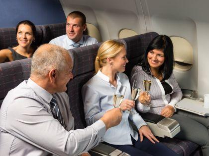 Пассажиры выпивают // Global Look