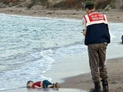 Мертвый ребенок-беженец на берегу Греции // AP / East News