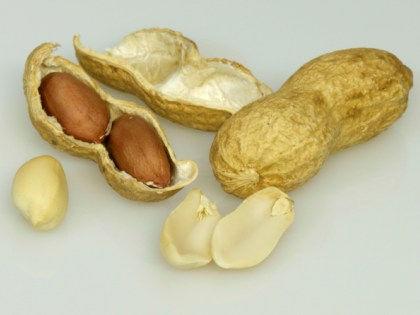 Дети чаще рискуют столкнуться с аллергией на арахис дома, а не в кафе // Global Look Press