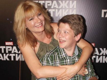Анна Ардова с сыном Антоном //